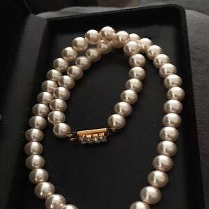 Women vintage style Costume Pearl necklace Hawthorn East Boroondara Area Preview