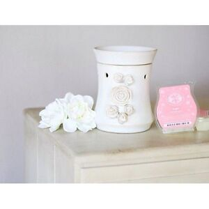 Scentsy Burner and 20 wax squares