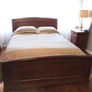 Wood Bedframe-QUEEN  (no mattress)