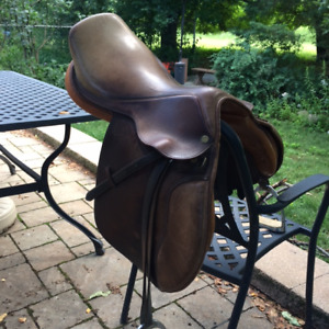 Ruiz Diaz 16 1/2 inch Collegiate Saddle