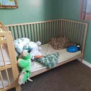 TODDLER BED WITH MATRESS