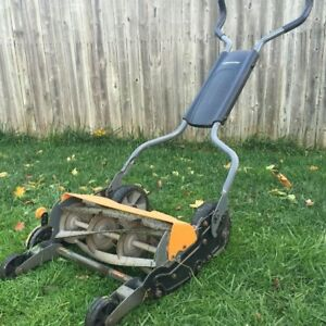 Fiskars StaySharp Max Reel Mower Momentum Lawnmower *GOOD COND*