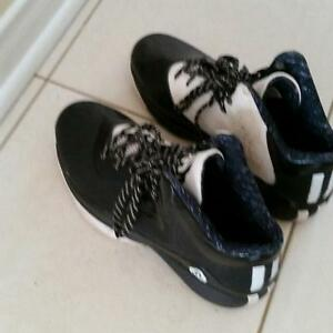 Black Adidas basketball shoes Size 5 for boys
