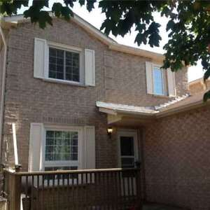 Move-In Ready!! 2-Storey Link Home W/ 3+1 Bdrms + Fin Bsmnt