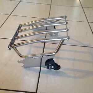 Quick detach luggage rack