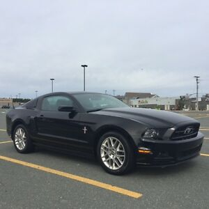 2014 Ford Mustang Premium w/Leather & Nav