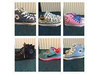 6 PAIRS OF GIRLS TRAINERS