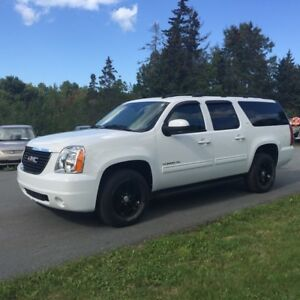 2012 GMC Yukon XL SLT - LOADED 8 PASSENGER !