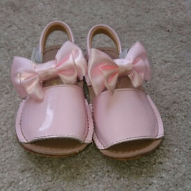 Baby Girls Infant size 4 Peachy/Pink Spanish Style Summer Sandels Will Post