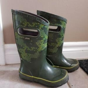 2nd Price drop! BOYS BOGS RAIN BOOTS SIZE 11