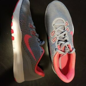 BRAND NEW NIKE SHOES FOR WOMEN