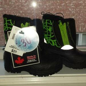 Boys BRAND new winter boots size 3