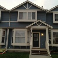 Modern 3-Bedroom Townhouse in Airdrie. Heating costs included.