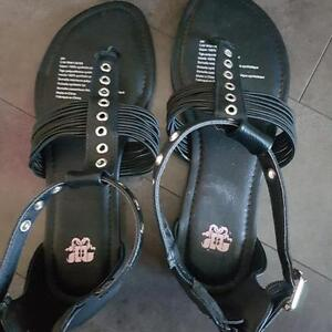 Penningtons NEW 9 WIDE Gladiator SANDALS *Pick up in Airdrie*