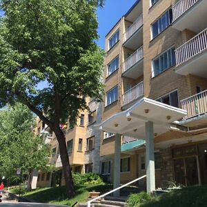 COTE DES NEIGES-COMPLETELY RENOVATED