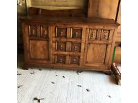 Beautiful reproduction sideboard. In very good condition.