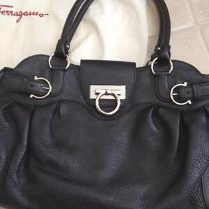 BRAND NEW SALVATORE FERRAGAMO BLACK LEATHER PURSE STYLE 5370