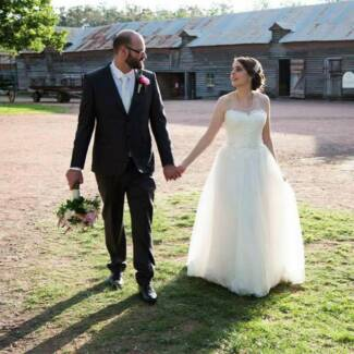 Beautiful Ivory, Lace Wedding Gown - Size 10-12 - Perfect Cond Penrith Penrith Area Preview