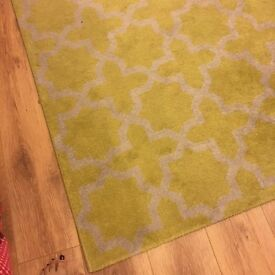 Yellow and white rug - 10 pounds! Must pick up from Angel