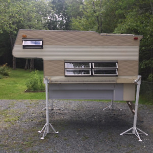 Truck Camper, mid size for 6 or 8 ft box
