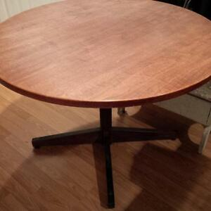 "Teak Veneer Office Meeting Table 48"" - Table ronde en teak"
