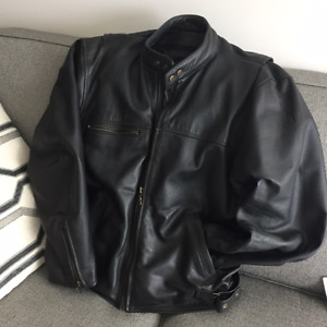 Men's Leather motorcycle Jacket. Size 44