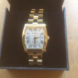 gucci 9200m. mens amadeus gold plated watch gucci 9200m