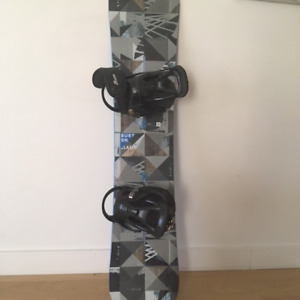 BURTON SNOW BOARD & BOOTS _ USED ONCE