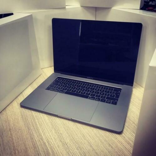 Apple MacBook Pro Touchbar 15 2018 model met 2 jaar garantie
