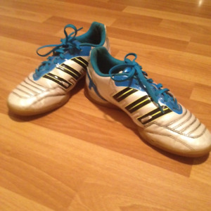 Indoor and outdoor soccer footwear.   Boys size 7.5.