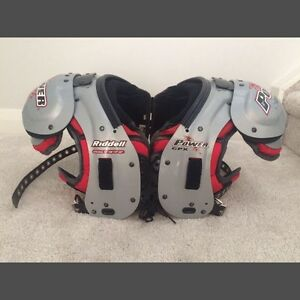 Riddell CPX30iL shoulder pads