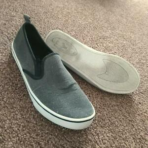 SIZE 8 MEN'S CANVAS SHOES