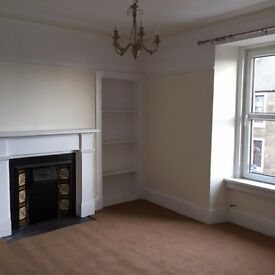2 BEDROOM MAISONETTE FLAT -UNFURNISHED IN CENTRAL BROUGHTY FERRY (£550pcm)