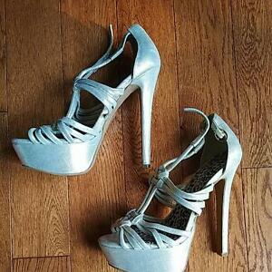 Jessica Simpson Golden High Heels, Size 36 Kitchener / Waterloo Kitchener Area image 1