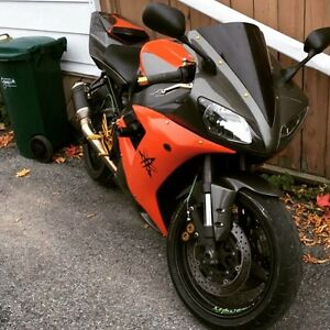R1 Yamaha 03