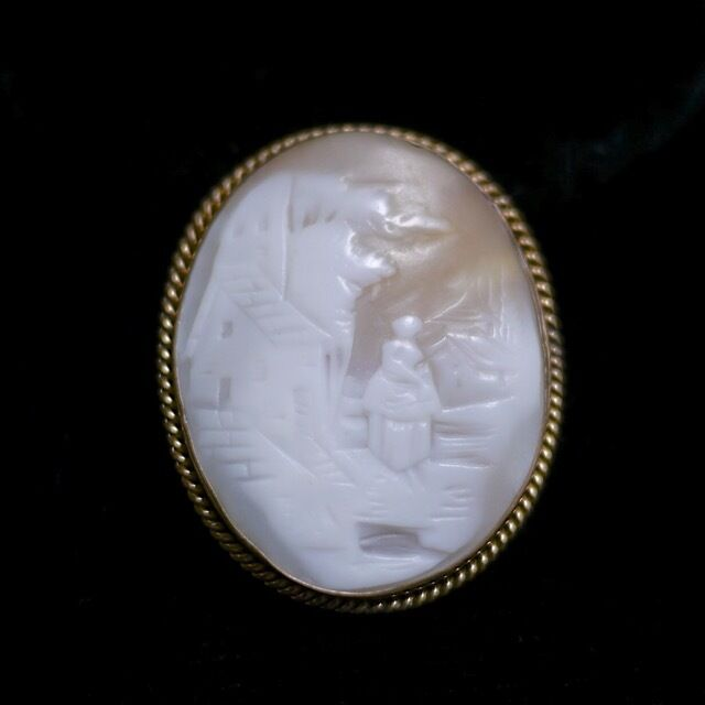 Vintage Antique Victorian Village Scene Gold Plate Carved Shell Cameo Brooch Pin