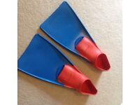 FINIS SWIMMING/FLOATING FINS NEVER BEEN WORN!