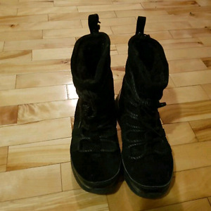 Nike Winter Boots 20$ great condition