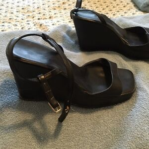 Guess black wedge