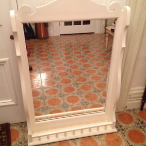 FRAMED MIRROR WITH STORAGE SPACE AT BOTTOM