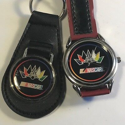 - VINTAGE COLLECTIBLE WRISTWATCH NASCAR RACING CAR WATCH BLACK RED KEYCHAIN FLAGS