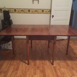 Leopold Stickley Cherry Valley Dining Table