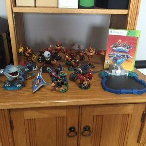 Skylander Superchargers gam for Xbox 360 + 12 figures and portal