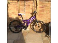 Girls/ladies bike 24 inch wheel - for sale.