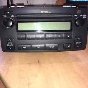 Toyota Corolla 2005 Car Factory Car Radio with CD Gatineau Ottawa / Gatineau Area image 1