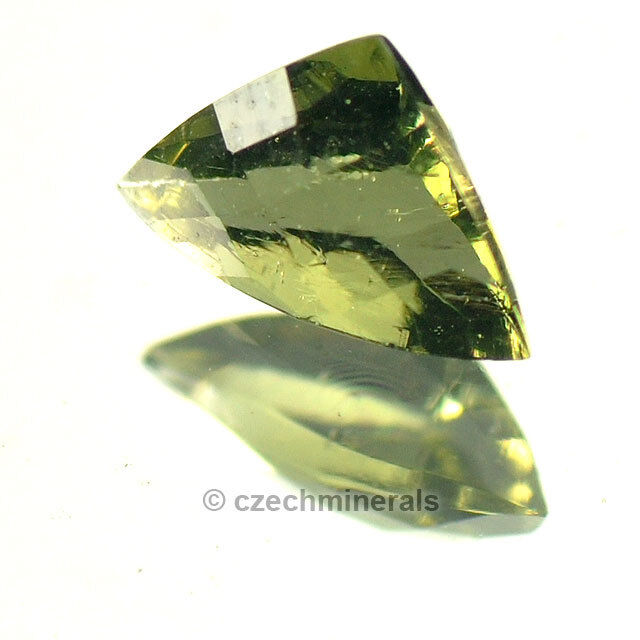 0.48cts trill 5x7.5mm moldavite faceted cutted gem BRUS593
