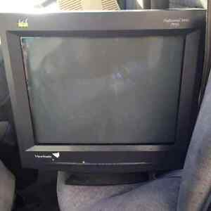 Viewsonic P95F CRT monitor West Island Greater Montréal image 1