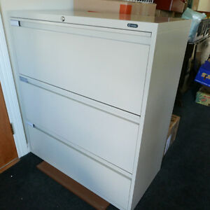 Lateral 3 drawer filing cabinet