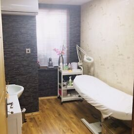 Room for rent in Hair&Beauty salon could be for beauty or office