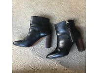 Leather boots size 5.5(UK)/39(EUR)